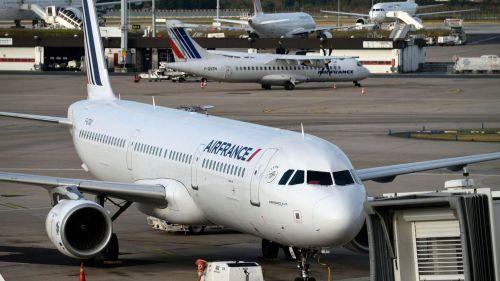 des-avions-d-air-france-sur-le-tarmac-de-l-aeroport-d-orly-pres-de-paris-le-18-septembre-2014_5436353