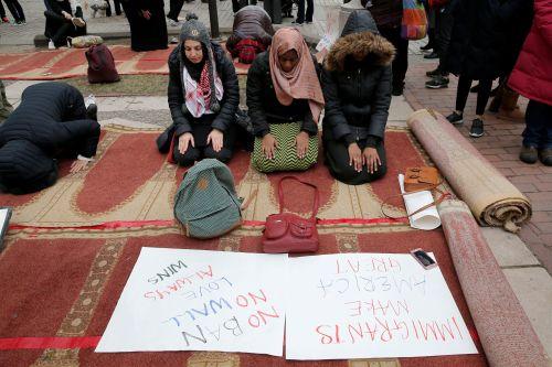 5071118_6_1a0b_a-boston-des-musulmanes-prient-durant-la_4429a62c2d0adacd8651af98d8666bff